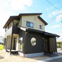 丸太柱のある和風モダンな家(倉敷市)