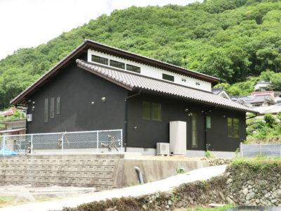 無垢×黒い塗り壁の家(小田郡)