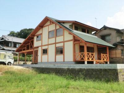 白漆喰のポスト&ビームログハウス(倉敷市)